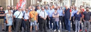 Turni e ferie, scatta la protesta autisti in bus sotto il municipio